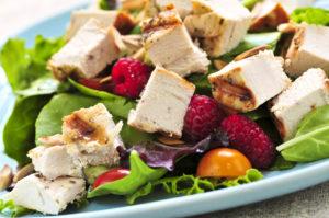 Салат, который можно можно заказать при белковой диете