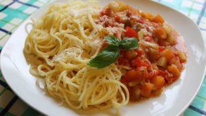 Спагетти с тушенными овощами